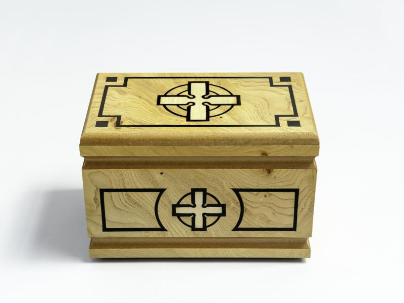 Wooden urn with cross - Lux